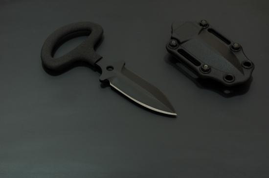 Sind Stiefelmesser, Halsmesser und Faustmesser legal?